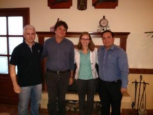 Da esquerda para a direita: o presidente do COMTUR de Camanducaia, Sr. Luis Gustavo; o sub-prefeito de Monte Verde, Sr. Rubens; a consultora Isabela Sette e o Secretário de Turismo de Camanducaia, Sr. Bruno Rosa.